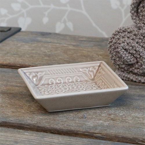 Quadratische Seifenschale PATTERN ecru grau Porzellan mit Muster BadLandhausstil